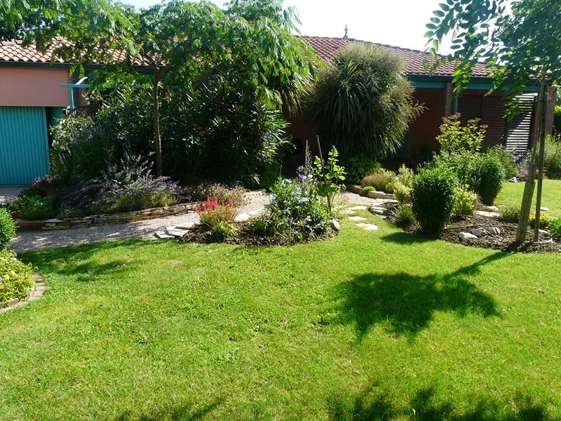 Contrat d 39 entretien espaces verts et jardin paysagiste for Entretien jardin 76
